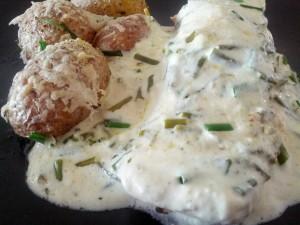 Gräslökslax med parmesanpotatis, praktiskt med mat som lagar sig själv i ugnen!